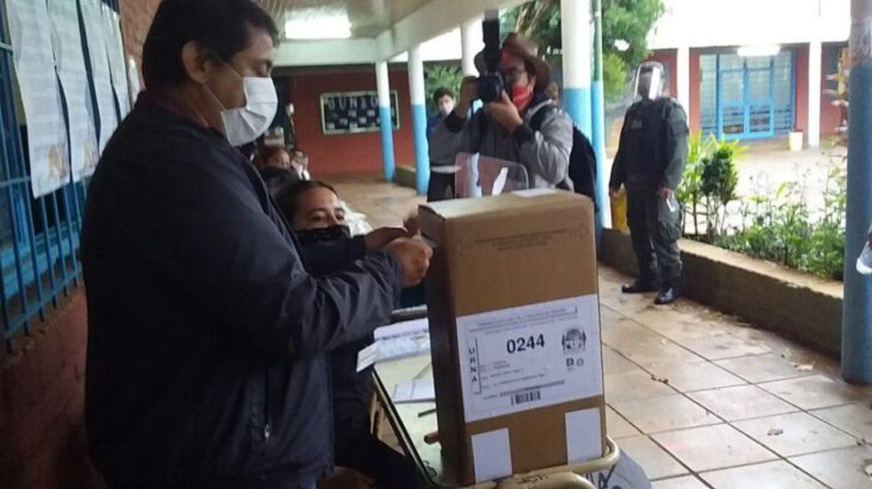 """El Dr. Martín Cesino, tras emitir su voto en el Polivalente N°17 señaló: """"Hoy es un día histórico"""""""