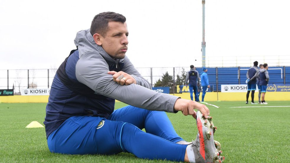 Emiliano Vecchio volvería al equipo titular de Rosario Central luego de cuatro fechas. (@RosarioCentral)