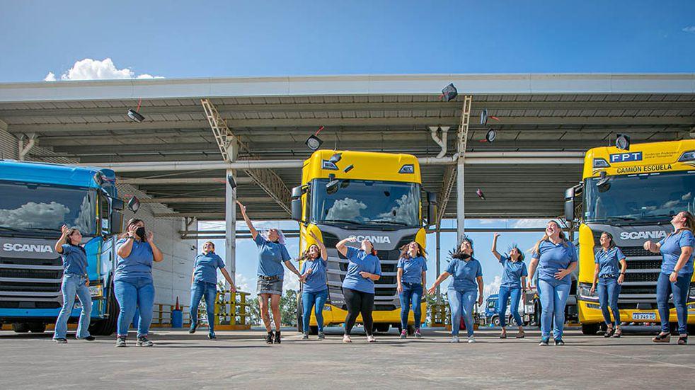 Cuatro mendocinas son conductoras profesionales de camiones
