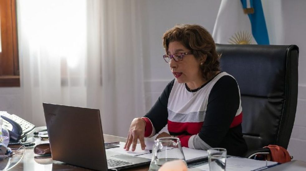 Lanzan un programa de capacitación virtual para empleados públicos