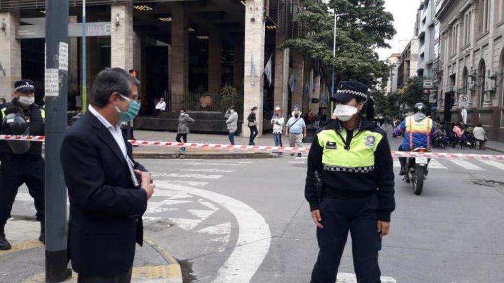 Cuarentena: Maley supervisó operativos de organización en los bancos