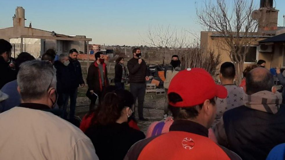 Intendente Biss visitó a residentes de la zona del Loteo IAC