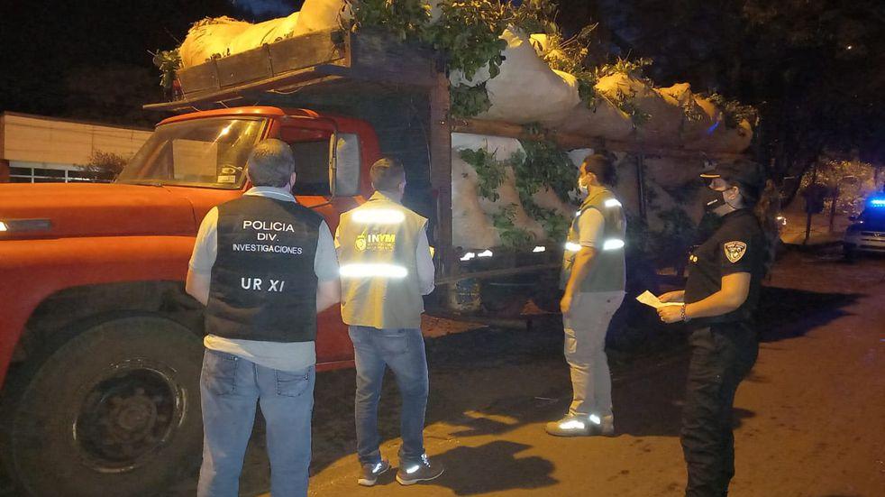 Decomisaron un camión cargado con 4 mil kilos de yerba en Aristóbulo del Valle