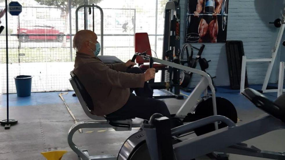 Antonio Roldán va a entrenar una hora, tres veces por semana.