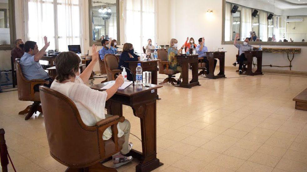 El Concejo santarroseño aprobó la reestructura del presupuesto para la compra de colectivos