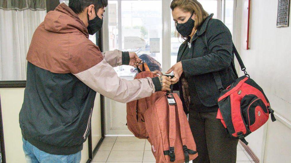 La Municipalidad de Ushuaia entrega kits escolares para nivel inicial, primario y secundario