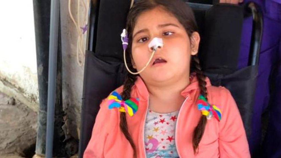 La familia de Mía acude a la solidaridad para poder costear el tratamiento en Estados Unidos.