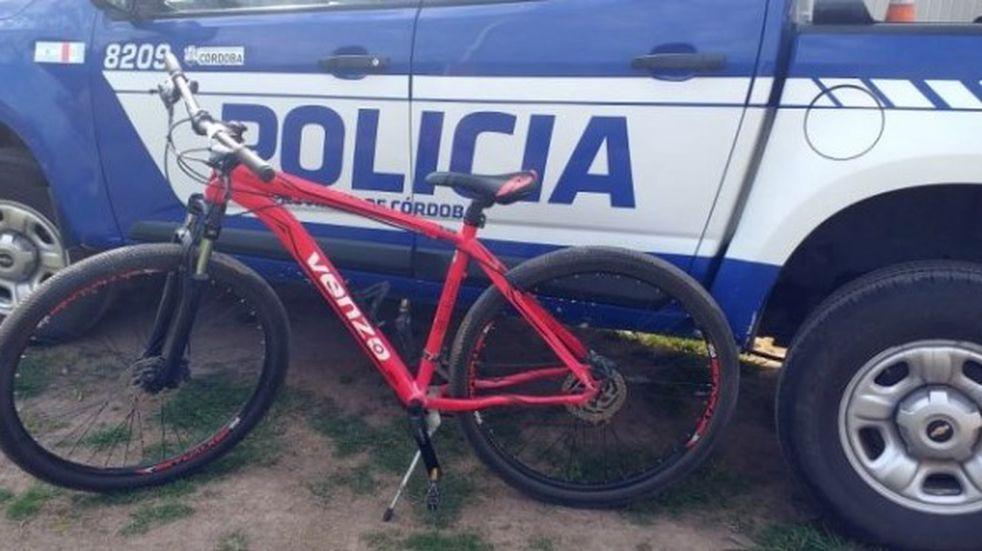 La policía recuperó una bicicleta y moto robadas en Brinkmann