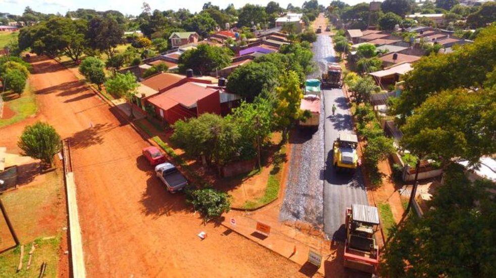 Pavimento Urbano se halla en ejecución en San Vicente y Fachinal.
