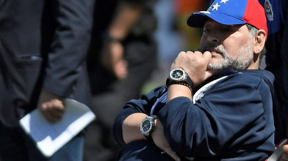 Maradona prepara el equipo que enfrentará a Estudiantes en el clásico platense