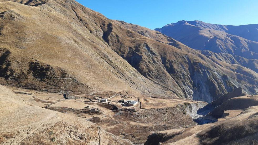 Una maestra de Iruya camina 16 horas entre los cerros para dar clases