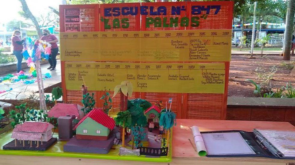 Alumnos de escuelas primarias de Eldorado realizaron exposición de maquetas en la plaza Sarmiento