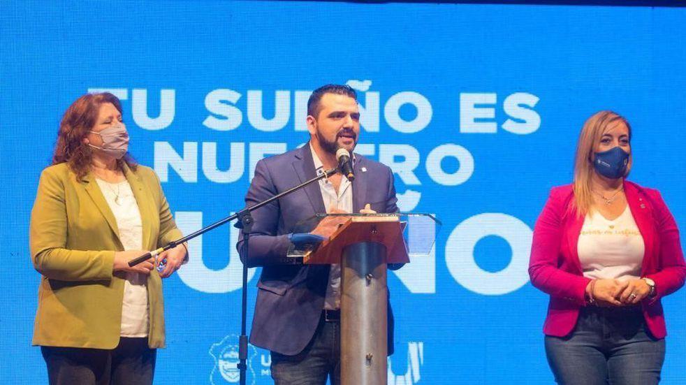 """Vuoto y Yutrovic entregaron los primeros créditos """"Casa Propia"""" de la ciudad"""