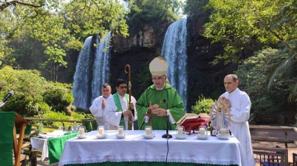 El obispo Nicolás Baisi celebró una misa en Cataratas del Iguazú