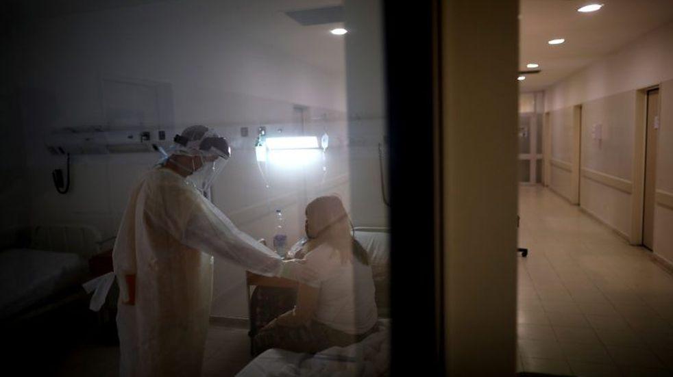 Río Gallegos: Una doctora del hospital dio positivo
