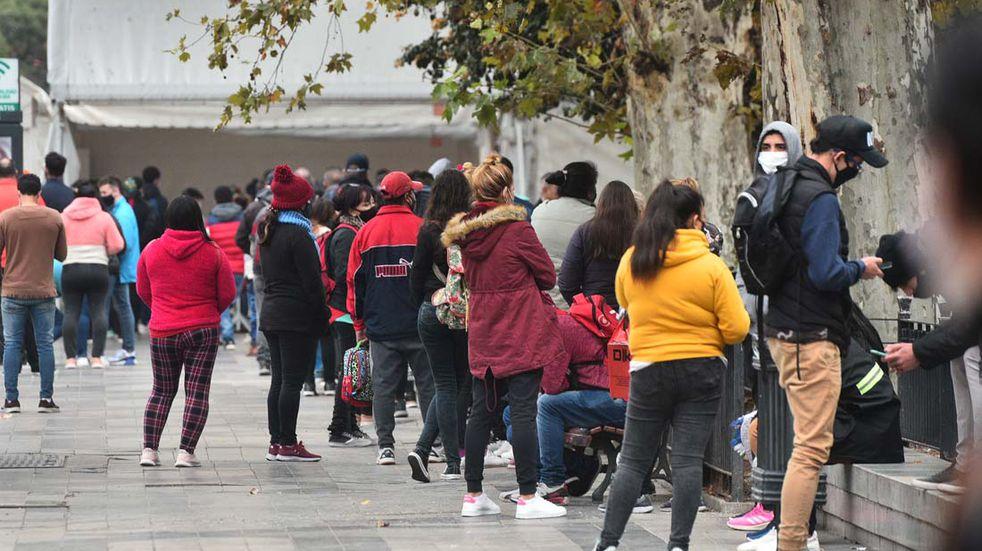 Coronavirus en Córdoba: filas interminables para hacerse el test