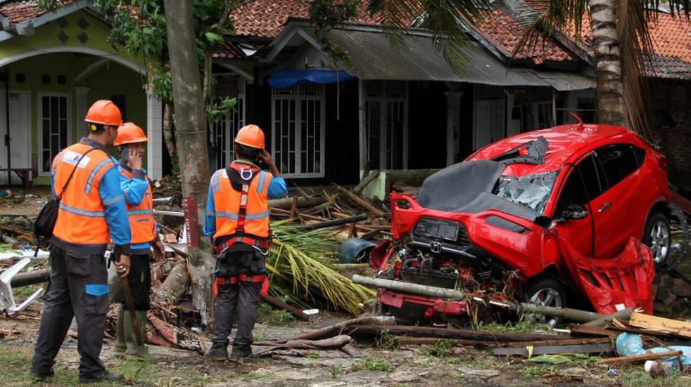 En imágenes: el saldo del terrible tsunami que azotó las costas de Indonesia