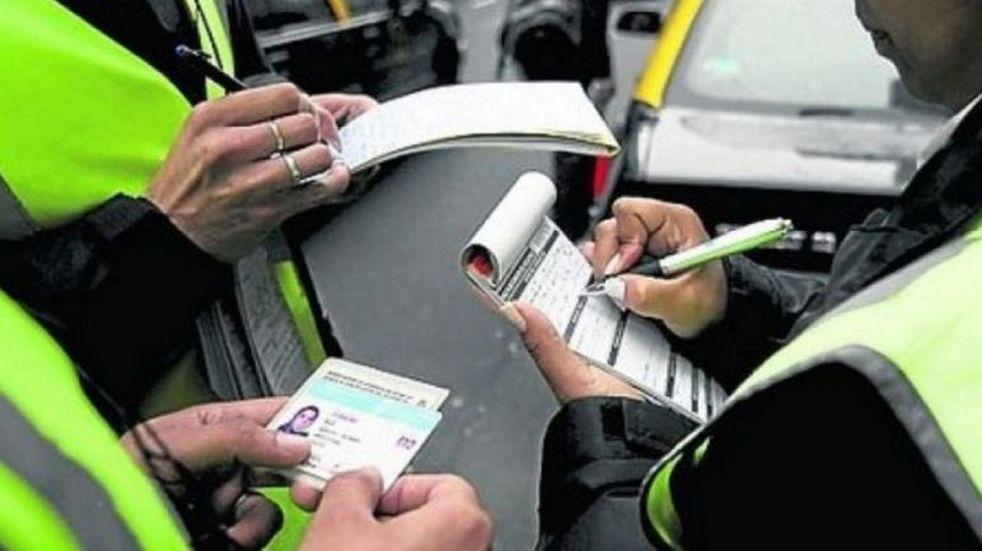 Proponen multas más elevadas a las infracciones cometidas por funcionarios