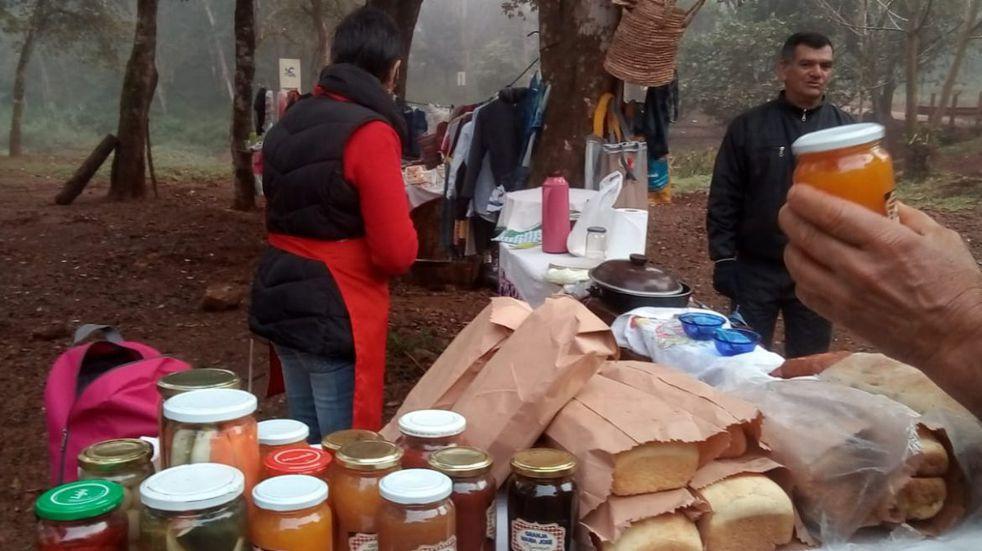 Se realizó venta de productos de emprendedores en la feria Mboca-í