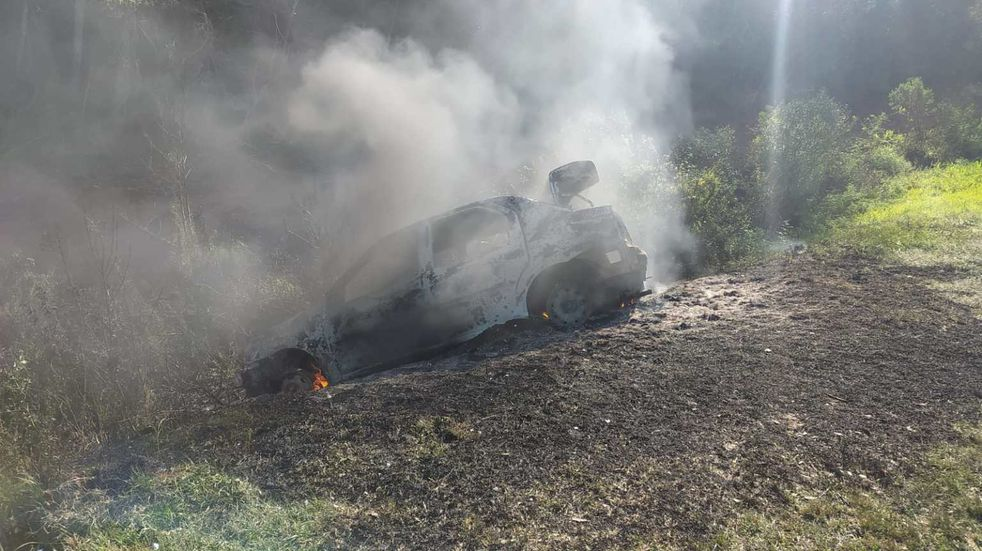 Circulaba con su automóvil cuando se incendió, incinerándose por completo
