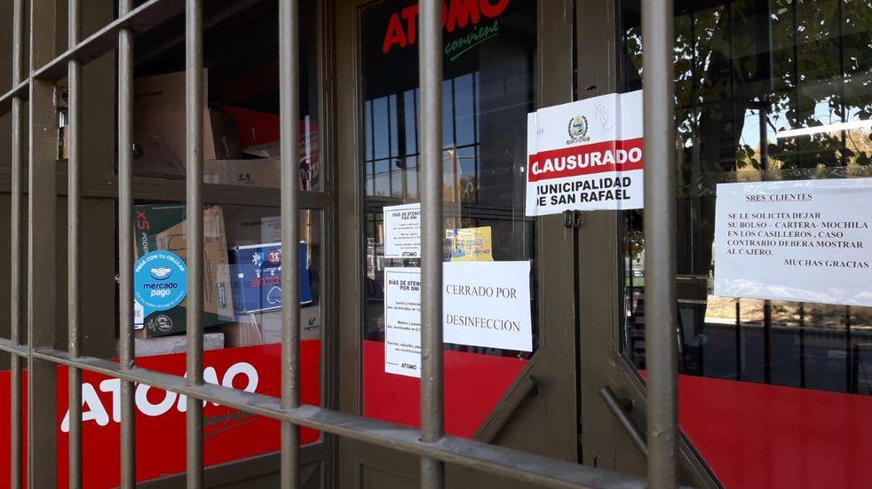 Clausuraron una sucursal del supermercado Átomo por no cumplir con los protocolos anti Covid