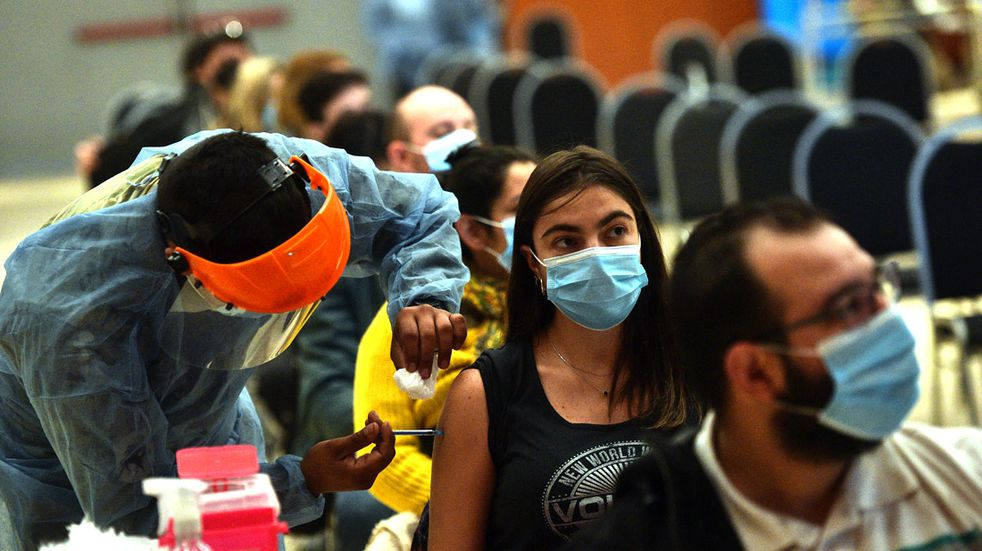 Vacunación en Córdoba: el 56% de los adultos recibió una dosis; pero un alto porcentaje aún no se anotó