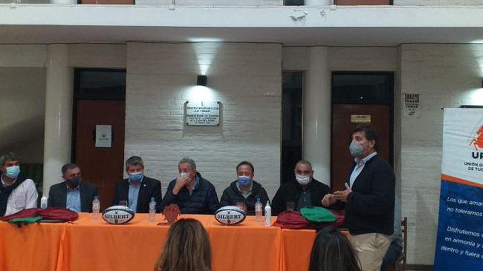 Firmaron un convenio para dictar cursos de arbitraje de rugby en Villa Urquiza.