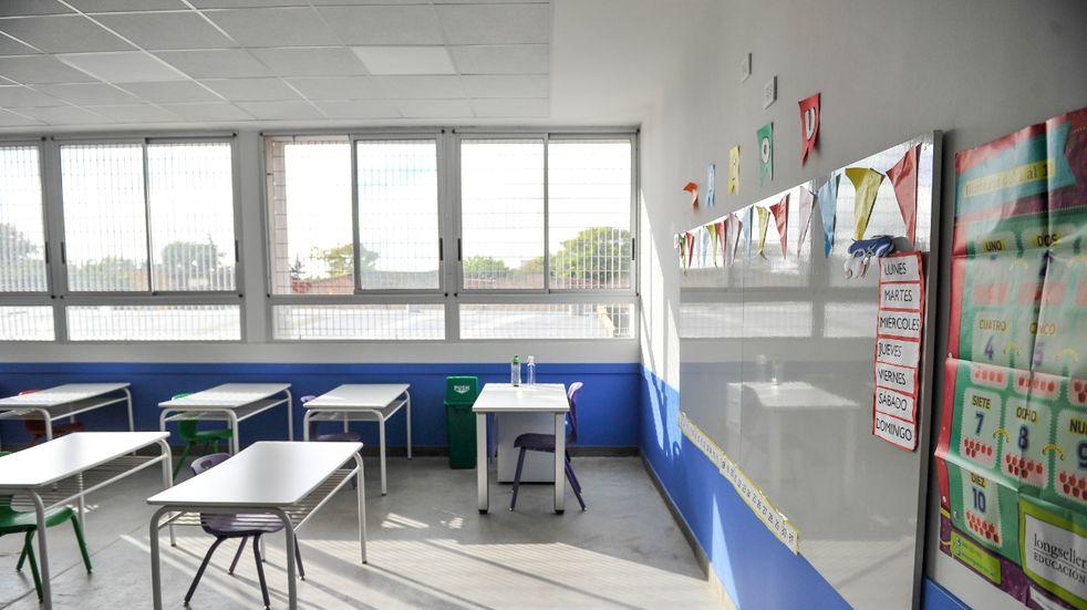"""Una madre cuestionó la lista de materiales que envió el colegio: """"Cartulina color piel"""""""