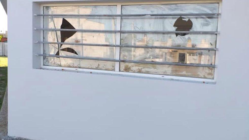 Vándalos destrozaron el Centro de Salud DHARMA