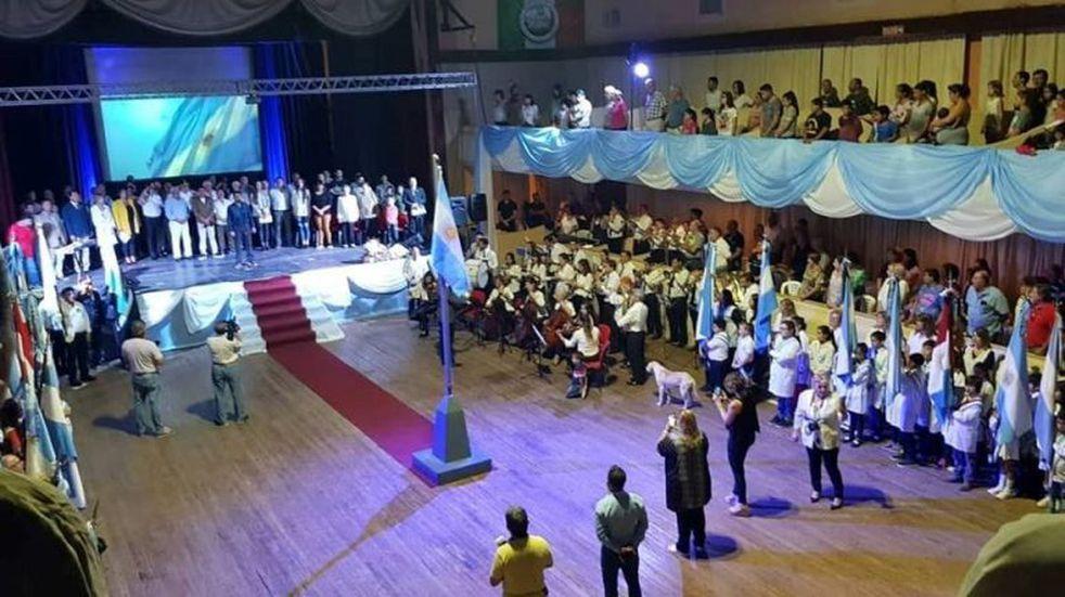 """""""Fueron héroes sin opción"""", señaló Crescente en el acto por Malvinas"""