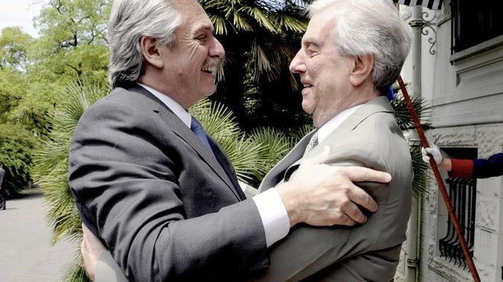 """Alberto Fernández expresó su """"enorme dolor"""" por la muerte de Tabaré Vázquez"""