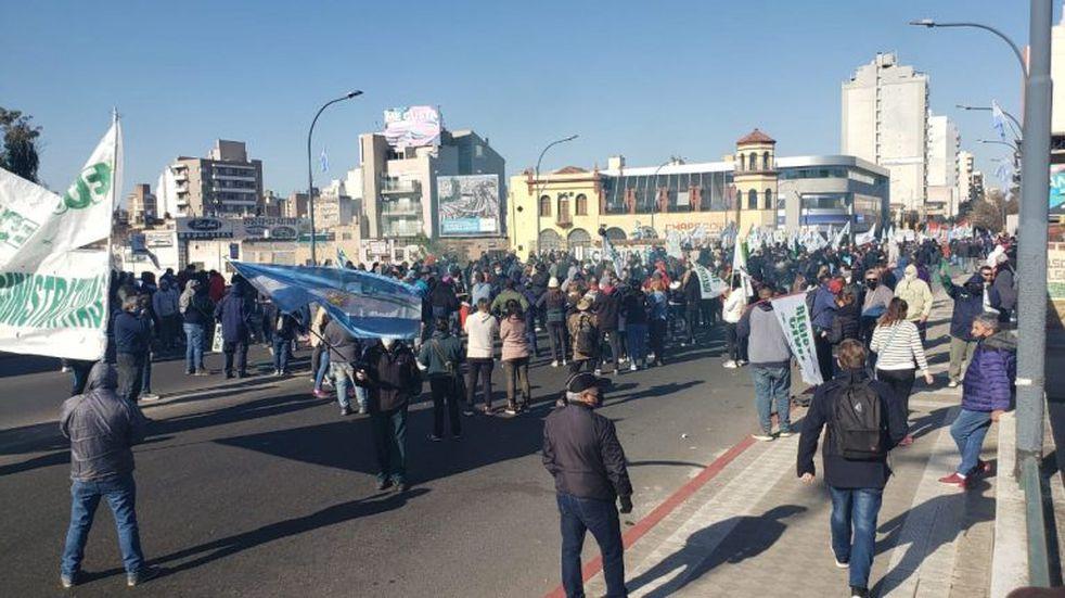 El Suoem volvió a marchar y cortó puentes de acceso al Centro