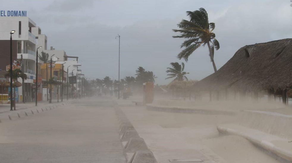 El huracán Grace pasó a nivel 2 y tocó tierra en la costa de México
