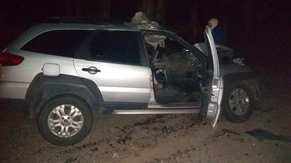 Un joven de 20 años se estrelló contra un acoplado y falleció