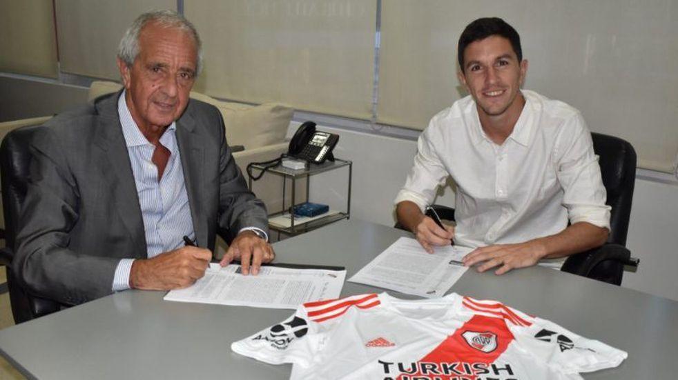 Nacho Fernández firmó la renovación de su contrato con River hasta junio de 2023