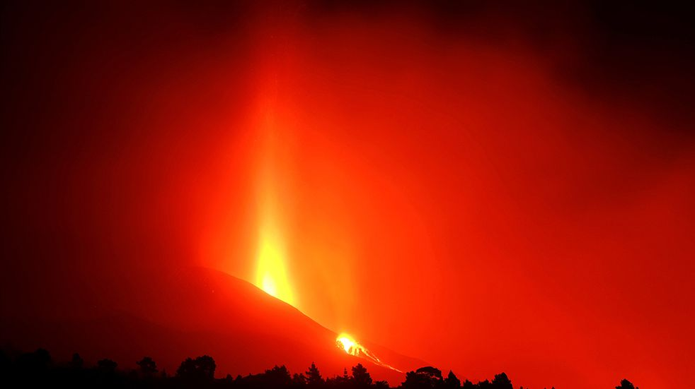ID:6569713 Lava flows from a volcano on the Canary island of La Palma, Spain on Sunday Sept. 26, 2021. A massive cloud of ash prevented flights in and out of the Spanish island of La Palma on Sunday as molten rock continued to be flung high into the air from an erupting volcano. (AP Photo/Daniel Roca)