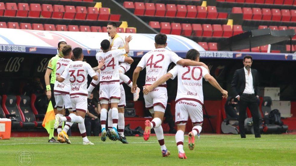 Colón cayó goleado 4 a 1 por Lanús