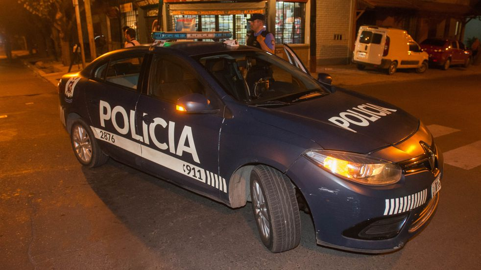 Un policía de civil al que quisieron robarle la moto le disparó a un ladrón
