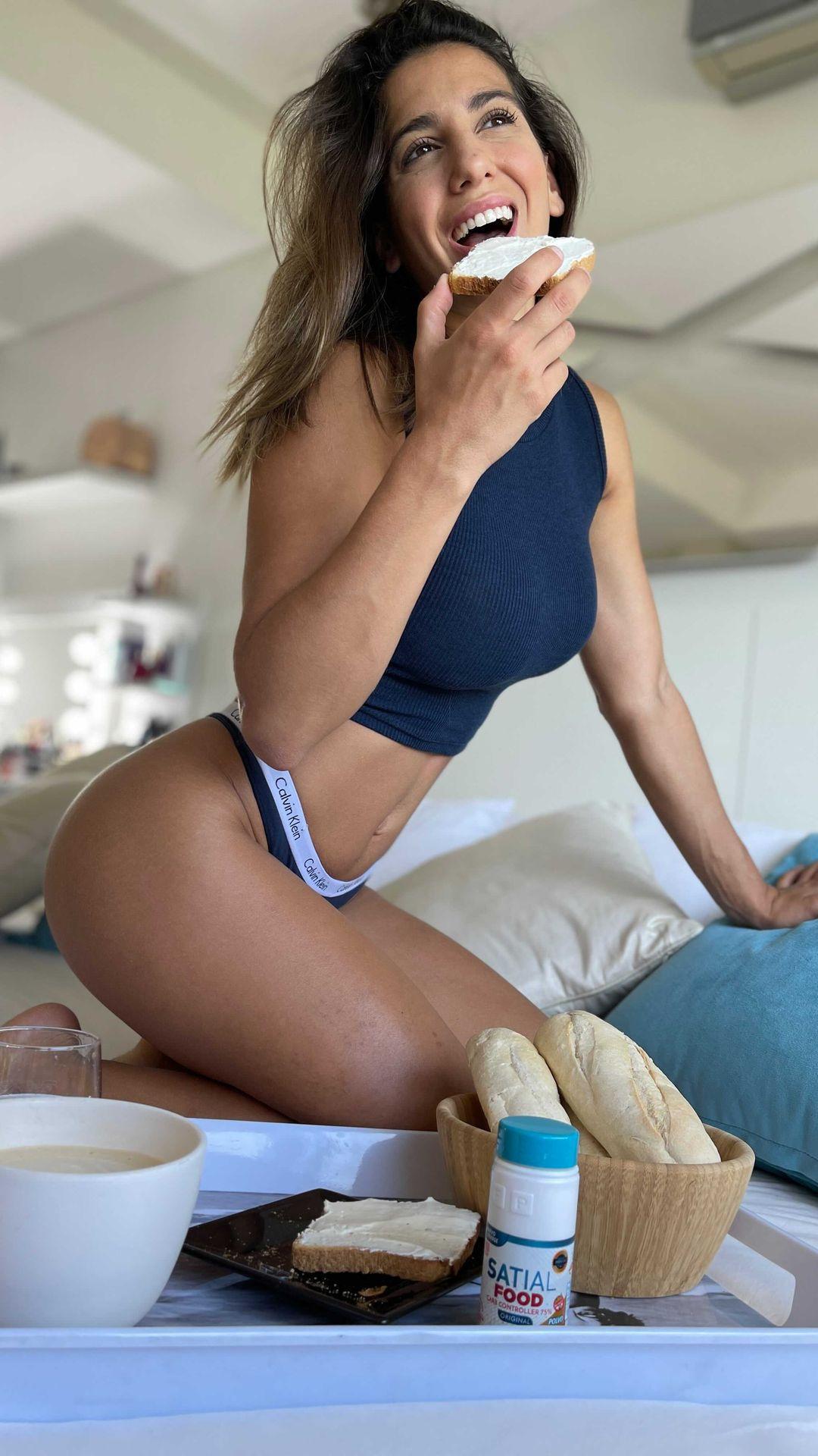 Cinthia Fernández disfruta su desayuno