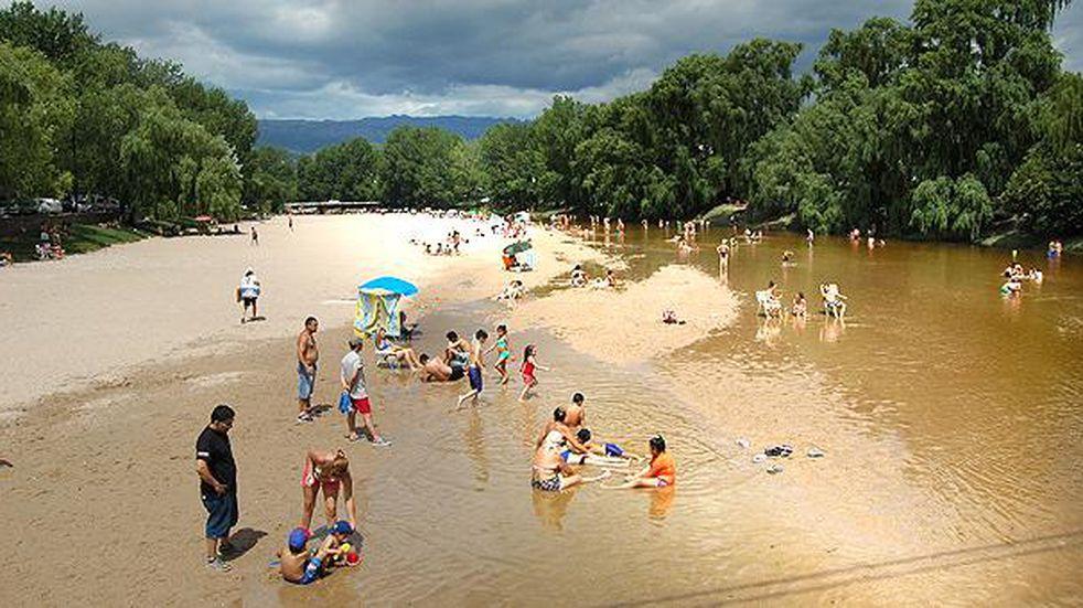 Punto Verano en la playa central de Mina Clavero
