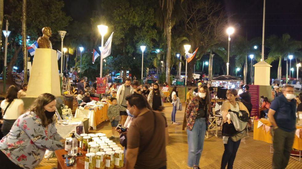 """Se lleva adelante la feria """"Iguazú Emprende"""" con propuestas para regalar en el día del amigo"""