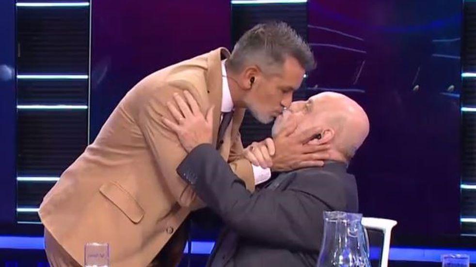 Diego Díaz besó en la boca a Horacio Pagani en vivo