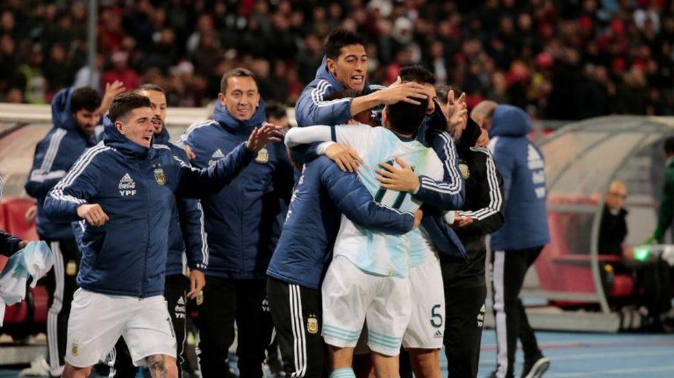 Sin fútbol y con mucho viento, Argentina le ganó a Marruecos por la mínima