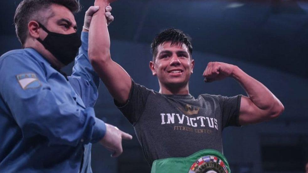 Rodrigo Coria superó a José Vargas y se se quedó con el título latino plata superwelter CMB