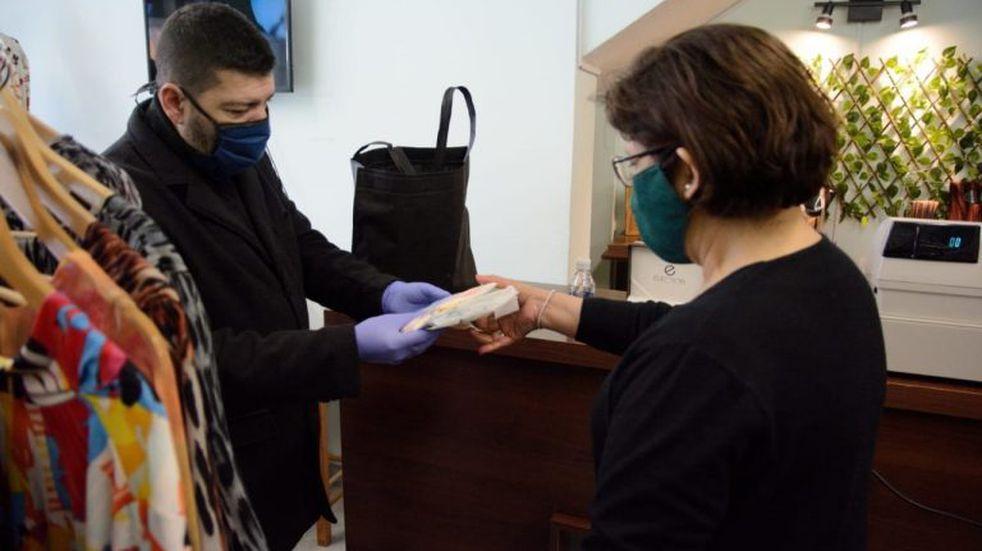 Ushuaia hizo entrega de Kits Sanitizantes en comercios de la Ciudad