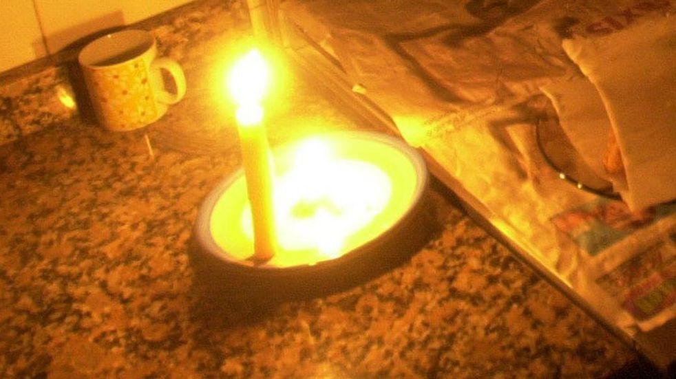Su nieto tenía un examen y para desearle buena suerte prendió una vela a los santos: se le incendió la casa
