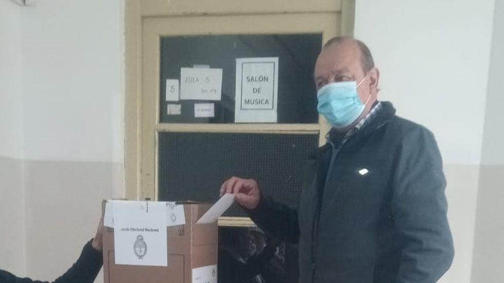 Elecciones PASO en Tres Arroyos: votó el intendente Carlos Sánchez
