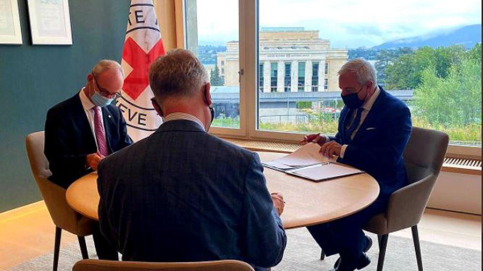Argentina firmó un nuevo documento con Reino Unido para la búsqueda e identificación de una tumba temporaria en Malvinas