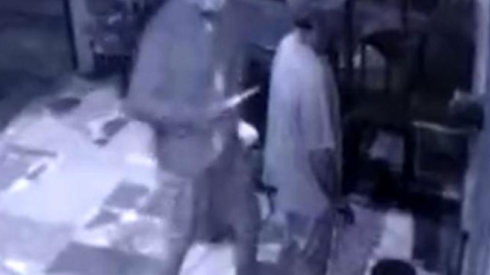 """Habló el trabajador asaltado y apuñalado en Guiñazú: """"Hay que seguir laburando"""""""