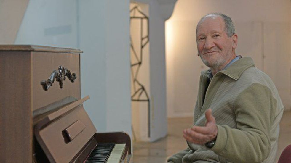 El pianista rosarino: la historia de un hombre que vive en situación vulnerable y es un profesional de la música